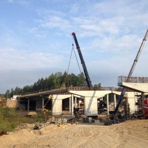 Montaż prefabrykowanych belek T – Budowa drogi S7